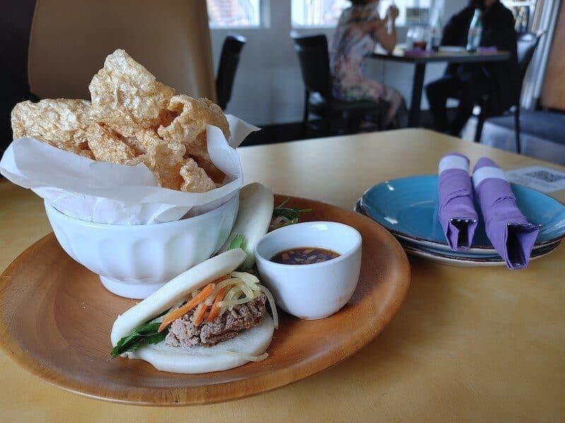 bao bun with chicharron