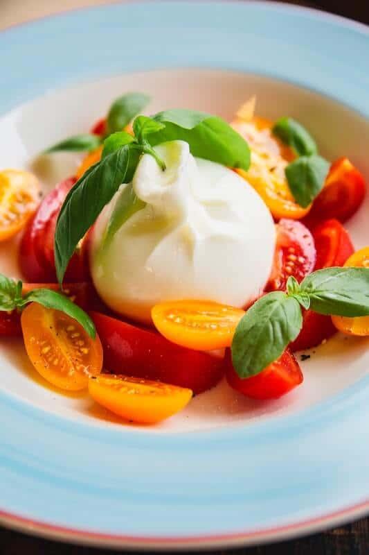 burrata salad with sliced tomatoes