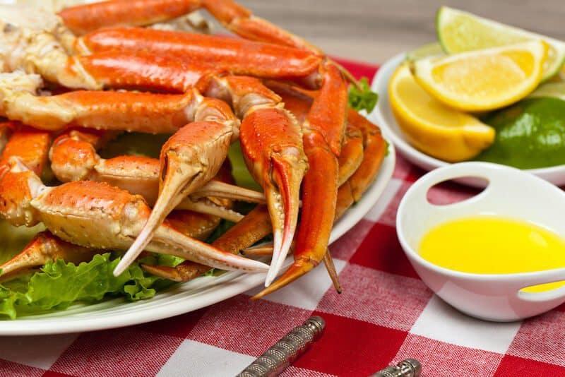 crab legs butter and sliced lemon