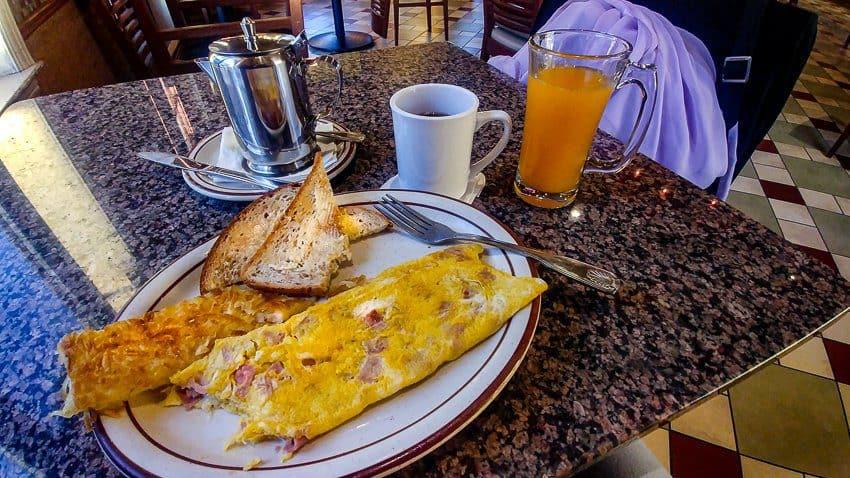 Best Half Moon Bay Coastside Restaurants:  Ham and Cheese Omelet