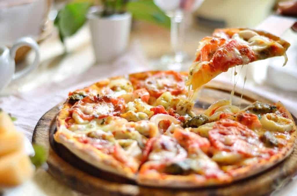 9 Must-Try Visalia Restaurants:  Seafood Pizza