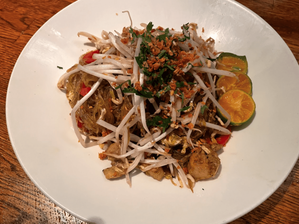 The best Singapore noodle is in Star noodle - Lahaina restaurants