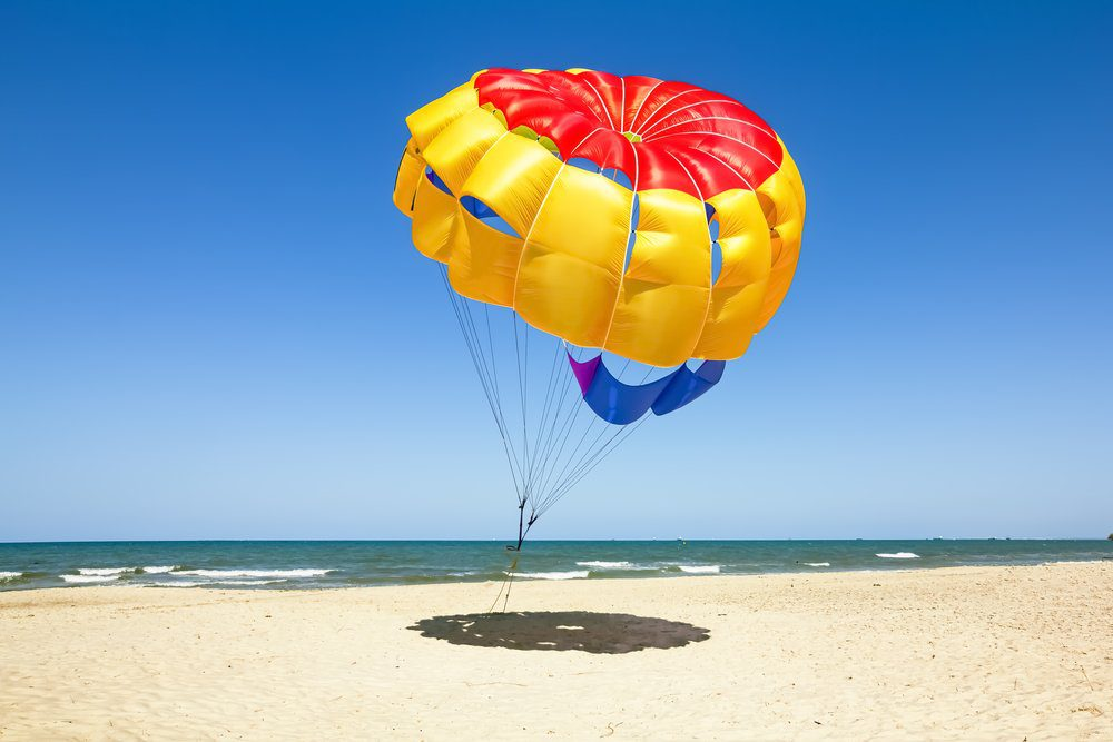 16 Best Things To do In Playa Del Carmen: Parasailing on the beach