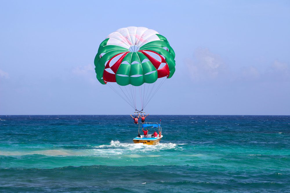 16 Best Things To do In Playa Del Carmen: Parasailing
