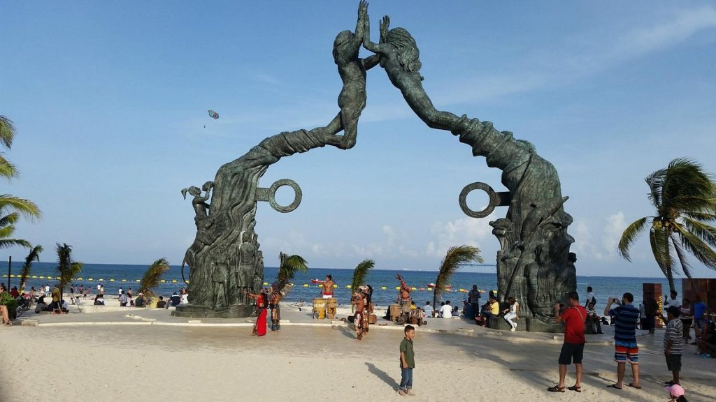 16 Best Things To do In Playa Del Carmen: Parque Fundadores