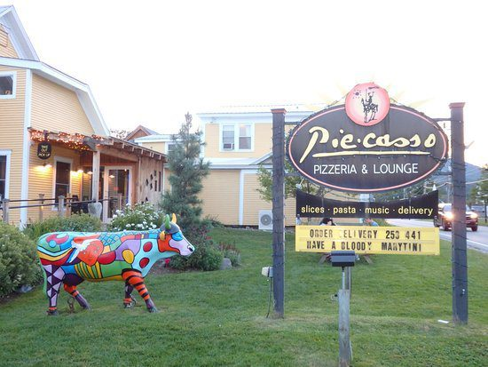 10 Best Things To Do In Stowe VT: Piecasso Pizzeria and Lounge