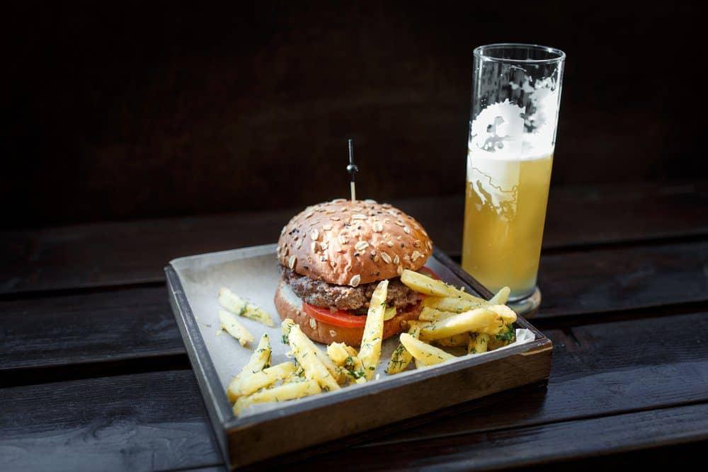 7 Best Breweries In Stowe VT: Burger and Beer