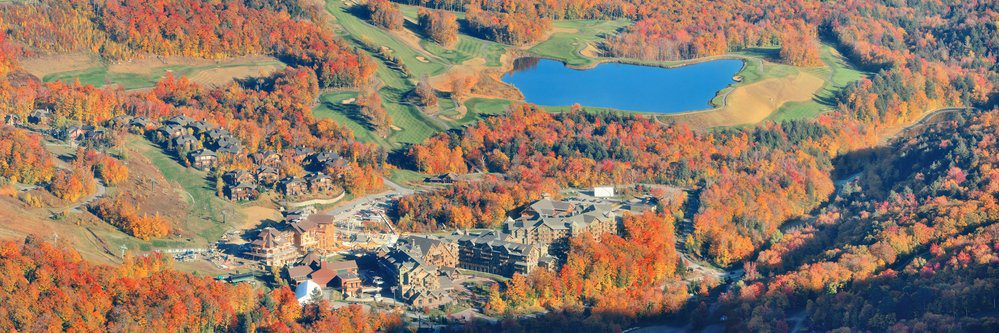 7 Best Breweries In Stowe VT: Lake with Autumn Foliage Stowe